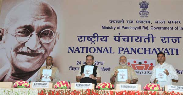 The Prime Minister, Narendra Modi releasing the report at the National Panchayati Raj Day function, in New Delhi on April 24, 2015. The Union Minister for Rural Development, Panchayati Raj, Drinking Water and Sanitation, Chaudhary Birender Singh, the Minister of State for Panchayati Raj, Nihalchand and the Secretary, Ministry of Panchayati Raj, S.M. Vijayanand are also seen.
