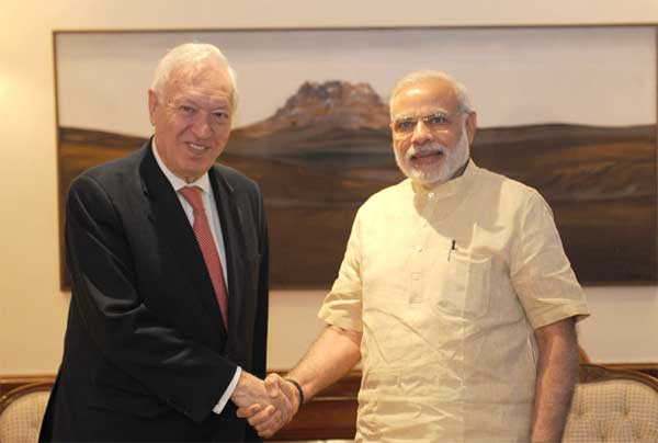 The Minister of Foreign Affairs and Cooperation of the Kingdom of Spain, Jose Manuel Garcia-Margallo y Marfil calling on the Prime Minister, Narendra Modi, in New Delhi on April 27, 2015.