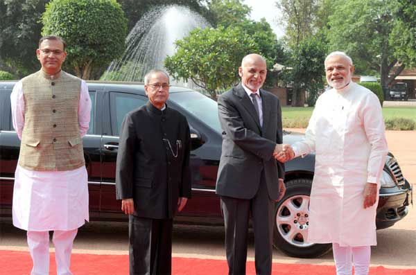 The President of the Islamic Republic of Afghanistan, Dr. Mohammad Ashraf Ghani being welcomed by the President, Pranab Mukherjee and the Prime Minister, Narendra Modi, at the Ceremonial Reception, at Rashtrapati Bhavan, in New Delhi on April 28, 2015. The Minister of State for Finance, Jayant Sinha is also seen.