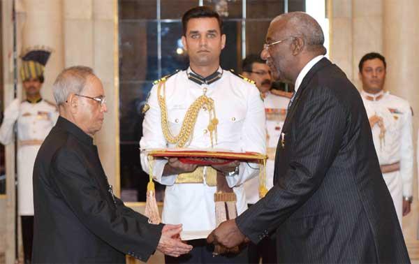 The High Commissioner-designate of Bahamas, Lowell J. Mortimer presenting his credential to the President, Pranab Mukherjee, at Rashtrapati Bhavan, in New Delhi on April 30, 2015.