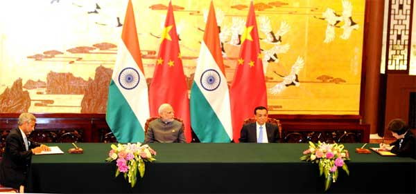 The Prime Minister, Narendra and the Chinese Premier, Li Keqiang witnessing the signing of agreement, at Great Hall of People, in Beijing, China on May 15, 2015.