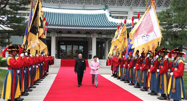 The Prime Minister, Narendra Modi at the official Welcoming Ceremony in his honour, at the President's Official Residence, Cheong Wa Dae, in Seoul, South Korea on May 18, 2015.