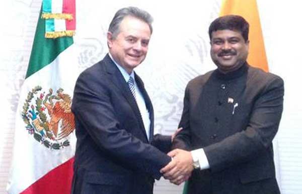 The Minister of State for Petroleum and Natural Gas (Independent Charge), Dharmendra Pradhan meeting the Energy Minister of Mexico, Pedro Joaquin Coldwell, in New Mexico City on May 18, 2015.