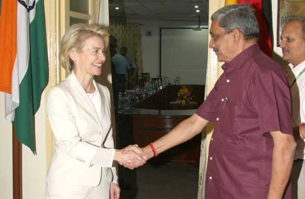 The Union Minister for Defence, Manohar Parrikar welcoming the German Defence Minister, Dr. Ursula von der Leyen, in New Delhi on May 26, 2015.