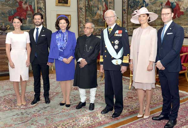 The President, Pranab Mukherjee with the King, Carl XVI Gustaf, Queen, Princess Victoria, His Royal Highness Prince Carl Philip and Sofia Hellqvist, at Stockholm, in Sweden on May 31, 2015.
