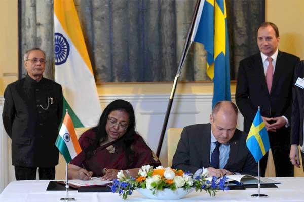 The President, Pranab Mukherjee and the Prime Minister of Sweden, Stefan Lofven witnessing the signing of agreements, in Stockholm, Sweden on June 01, 2015