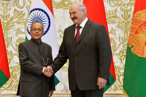 The President, Pranab Mukherjee calling on the President of the Republic of Belarus, Alexander Lukashenko, at Palace of Independence, in Minsk, Belarus on June 03, 2015.
