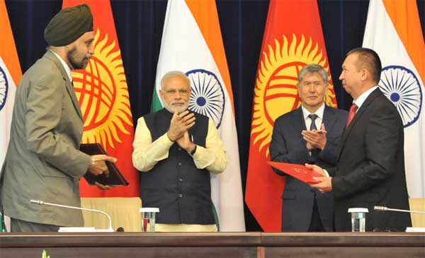 The Prime Minister, Narendra Modi and the President of Kyrgyz Republic, Almazbek Atambayev witnessing the signing of agreement, at Ala-Archa State Residence, in Bishkek, Kyrgyzstan on July 12, 2015.