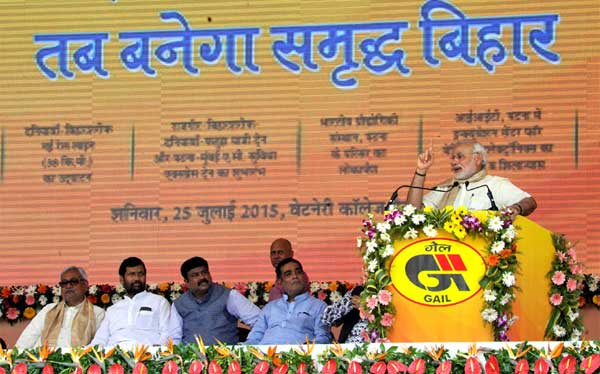 The Prime Minister, Narendra Modi addressing at launch of the Deendayal Upadhyaya Gram Jyoti Yojana and various development projects, at Patna, Bihar on July 25, 2015. The Union Minister for Consumer Affairs, Food and Public Distribution, Ram Vilas Paswan, the Chief Minister of Bihar, Nitish Kumar, the Minister of State for Petroleum and Natural Gas (Independent Charge), Dharmendra Pradhan and the Minister of State for Drinking Water & Sanitation, Ram Kripal Yadav are also seen.