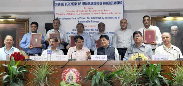 The Union Minister for Railways, Suresh Prabhakar Prabhu and the Minister of State (Independent Charge) for Power, Coal and New and Renewable Energy, Piyush Goyal witnessing the signing ceremony of four MoUs between the Ministry of Railways & Ministry of Power, Ministry of Railways & Ministry of New & Renewable Energy for co-operation in Power for Railways & harnessing of Renewable Energy, in New Delhi on August 12, 2015. The Secretary, MNRE, Upendra Tripathy, the Secretary, Ministry of Power, P.K. Pujari, the Chairman, Railway Board, A.K. Mital and the Member Electrical, Navin Tandon are also seen.