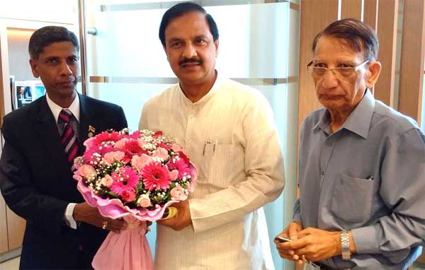 The Minister of State for Culture (Independent Charge), Tourism (Independent Charge) and Civil Aviation, Dr. Mahesh Sharma meeting the Minister of Art and Culture of Mauritius, S. Babu, in Mauritius on August 21, 2015.