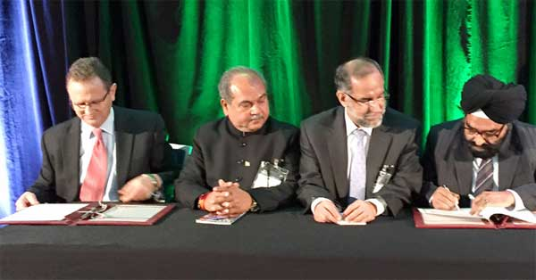 The Union Minister for Mines and Steel, Narendra Singh Tomar witnessing the signing of an MoU between Geological Survey of India and Geo Science Australia for capacity building and technology transfer, in Sydney, Australia on September 01, 2015.