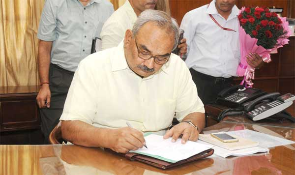 Rajiv Mehrishi taking charge as the Secretary, Ministry of Home Affairs, in New Delhi on August 31, 2015.