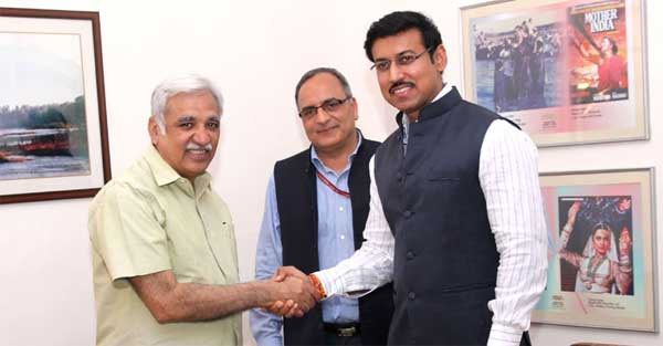 The Minister of State for Information & Broadcasting, Col. Rajyavardhan Singh Rathore greets Sunil Arora after takes charge as the Secretary, Ministry of Information & Broadcasting from Bimal Julka, in New Delhi on August 31, 2015.