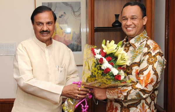 The Minister of Education and Culture of the Republic of Indonesia, Anies Rasyid Baswedan meeting the Minister of State for Culture (Independent Charge), Tourism (Independent Charge) and Civil Aviation, Dr. Mahesh Sharma, in New Delhi on September 08, 2015.