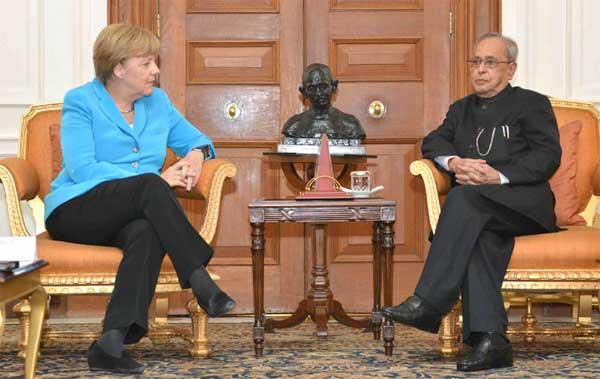 The German Chancellor, Dr. Angela Merkel meeting the President, Pranab Mukherjee, at Rashtrapati Bhavan, in New Delhi on October 05, 2015.