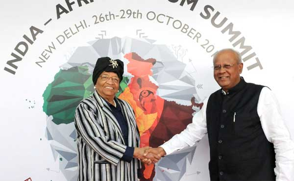 The President of Liberia, Ellen Johnson Sirleaf being received by the Minister of State for Heavy Industries & Public Enterprises, G.M. Siddeshwara, on his arrival, in New Delhi on October 27, 2015.