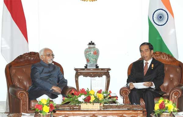 The Vice President, Mohd. Hamid Ansari calling on the President of Indonesia, Joko Widodo, in Jakarta, Indonesia on November 02, 2015.