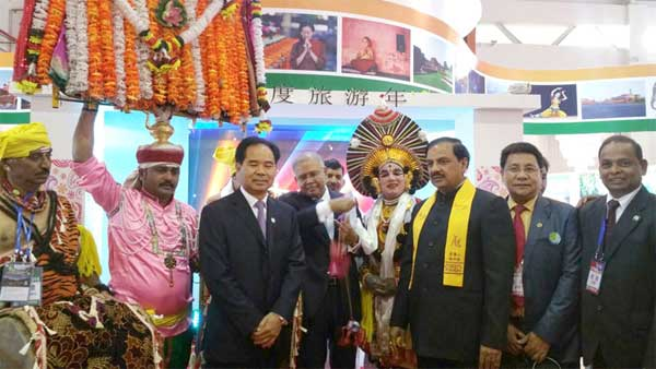 The Minister of State for Culture (Independent Charge), Tourism (Independent Charge) and Civil Aviation, Dr. Mahesh Sharma with the Indian delegation at the China International Tourism Mart, in Hong Kong, China on November 13, 2015.