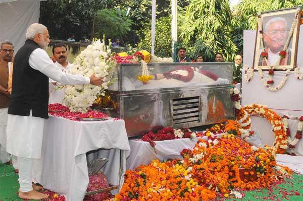 Prime Minister, Narendra Modi at Antim Darshana of late VHP leader, Ashok Singhal, in New Delhi on November 18, 2015.
