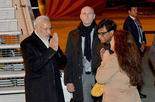 Prime Minister, Narendra Modi being received on his arrival at Paris to attend COP21 Summit, in France on November 29, 2015.
