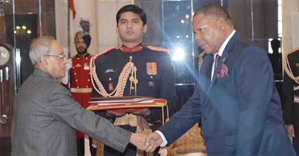 The High Commissioner-designate of the republic of Malawi, Dr. Mbuya Isaac Munlo presenting his Credential to the President, Pranab Mukherjee, at Rashtrapati Bhavan, in New Delhi on December 07, 2015.