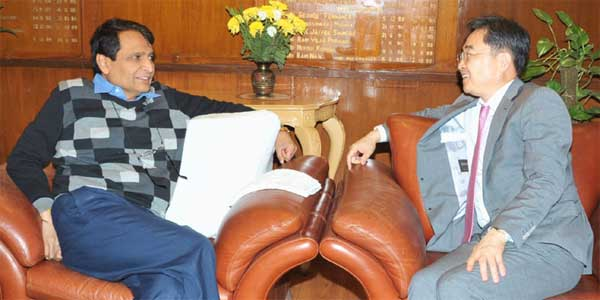 The Ambassador of the Republic of Korea to India, CHO Hyun meeting the Union Minister for Railways, Suresh Prabhakar Prabhu, in New Delhi on December 16, 2015.
