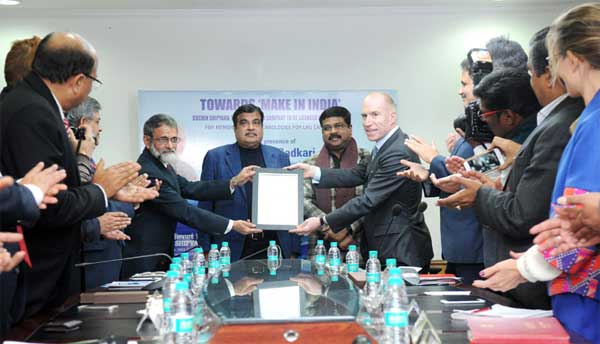 The CEO of GTT, France, Philippe Berterottiere handing over the license agreement to the CMD, Cochin Shipyard Ltd., K. Subramaniam, for building LNG ships using their patented Mark-III technology, in the presence of the Union Minister for Road Transport & Highways and Shipping, Nitin Gadkari, in New Delhi on December 21, 2015. The Minister of State for Petroleum and Natural Gas (Independent Charge), Dharmendra Pradhan is also seen.