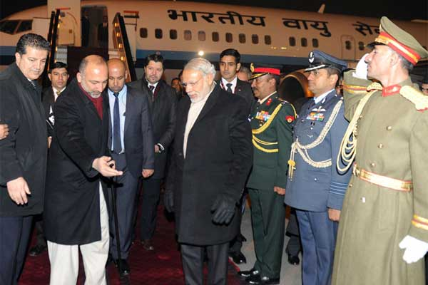 Prime Minister, Narendra Modi being welcomed on his arrival at Kabul, in Afghanistan on December 25, 2015.