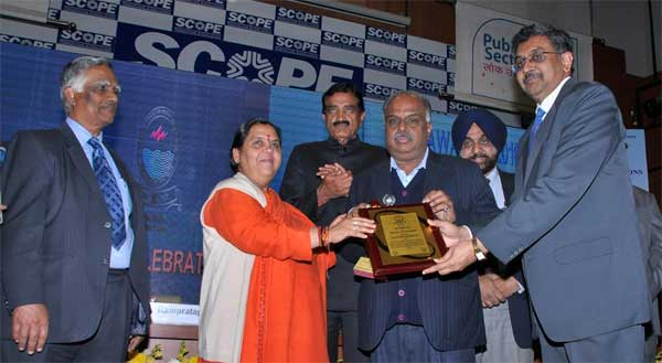 R.Nagarajan, Director (Finance), PFC and D. Ravi, Director (Commercial), PFC receiving the CBIP Award for 'Best Power Financing Company' from Sushri Uma Bharti, Union Minister of Water Resources, River Development & Ganga Rejuvenation and Dr. Rampratap,Minister of Water Resources, Govt. of Rajasthan.