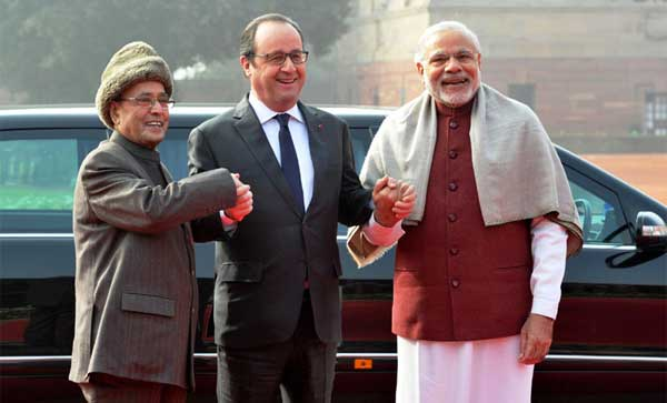 The President of France, Francois Hollande being received by the President, Pranab Mukherjee and the Prime Minister, Narendra Modi, at the Ceremonial Reception, at Rashtrapati Bhavan, in New Delhi on January 25, 2016.