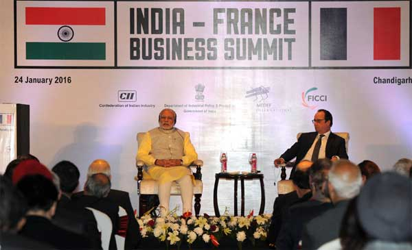 The Prime Minister, Narendra Modi and the President of France, Francois Hollande, at the India-France Business Summit, in Chandigarh on January 24, 2016