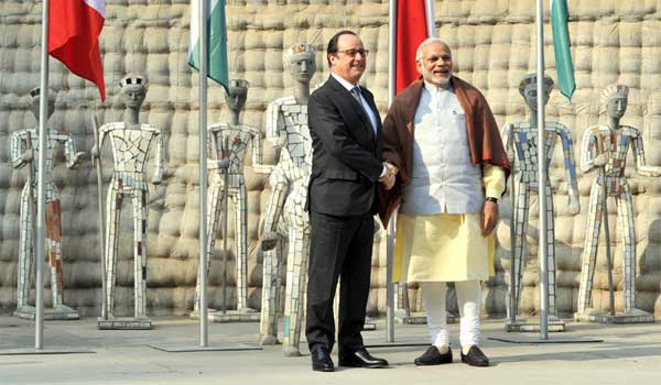 The Prime Minister, Narendra Modi with the President of France, Francois Hollande, at Nek Chand Rock Garden, in Chandigarh on January 24, 2016.