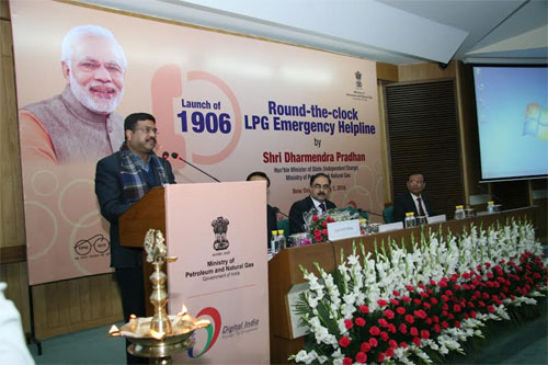 Shri Dharmendra Pradhan, Minister of State (Independent Charge) Petroleum & Natural Gas addressing the gathering on the occasion of launch of '1906' All India LPG Emergency Helpline number in New Delhi