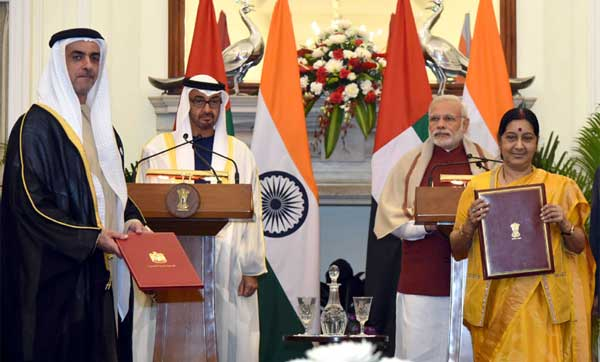 The Prime Minister, Narendra Modi and the Crown Prince of Abu Dhabi, His Highness Sheikh Mohammed Bin Zayed Al Nahyan witnessing the exchange of an MoU, at Hyderabad House, in New Delhi on February 11, 2016.