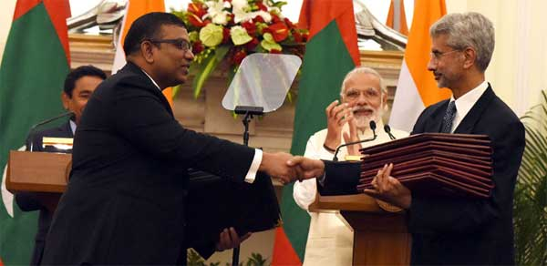 The Prime Minister, Narendra Modi and the President of the Republic of Maldives, Abdulla Yameen Abdul Gayoom witnessing the exchange of agreements, in New Delhi on April 11, 2016.
