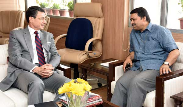 The German Ambassador to India, Dr. Martin Ney meeting the Secretary, Ministry of Water Resources, River Development and Ganga Rejuvenation, Shashi Shekhar, in New Delhi on April 13, 2016.