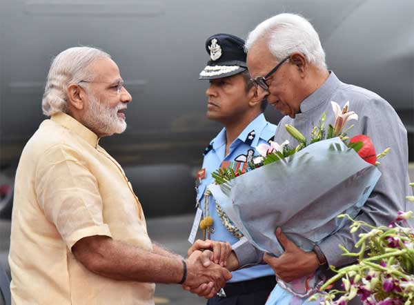 The Prime Minister, Narendra Modi being welcomed by the Governor of Jammu and Kashmir, N.N. Vohra, on his arrival, at Jammu Airport, in Jammu and Kashmir on April 19, 2016.
