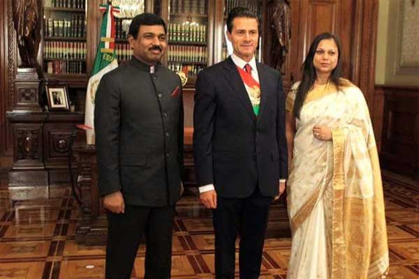 H. E. Mr. Muktesh Pardeshi, Ambassador of India to Mexico presenting his credentials to President of Mexico.