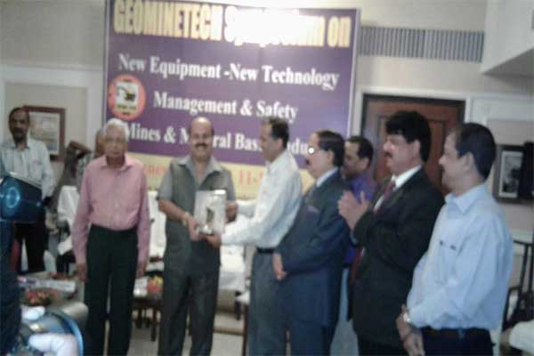 """Sarat Kumar Acharya CMD, NLC receiving the Best Chief Executive Corporate Management  Excellence Award"""" for the year 2015-16 from Balvinder Kumar, IAS , Secretary, Ministry of Mines ,Govt Of India . Also seen are S.N.Padhi –DGMS (Rtd), Thapan Kumar Chand CMD,NALCO and Subir Das, Director (Mines)."""