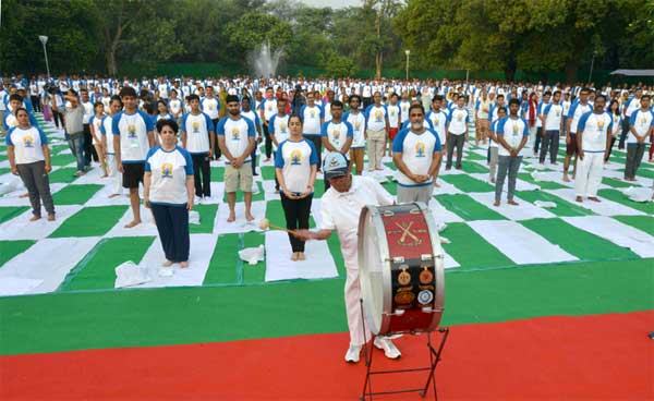 The President, Pranab Mukherjee inaugurating the commemoration of the 2nd International Day of Yoga - 2016, at Rashtrapati Bhavan, in New Delhi on June 21, 2016.