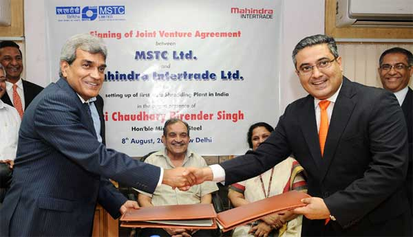 The Union Minister for Steel, Chaudhary Birender Singh witnessing the signing ceremony of the Joint Venture Agreement between MSTC Ltd. and Mahindra Intertrade Ltd. for setting up of first Auto Shredding Plant in India, in New Delhi on August 08, 2016.The Secretary, Ministry of Steel, Dr. Aruna Sharma is also seen.