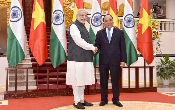 The Prime Minister, Shri Narendra Modi meeting the Prime Minister of Socialist Republic of Vietnam, Mr. Nguyen Xuan Phuc, at the Presidential Place, in Hanoi, Vietnam on September 03, 2016.