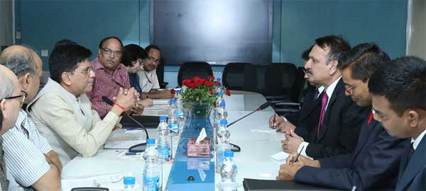 The Foreign Minister of Nepal, Dr. Prakash Sharan Mahat meeting the Minister of State for Power, Coal, New and Renewable Energy and Mines (Independent Charge), Piyush Goyal, in New Delhi on September 12, 2016.