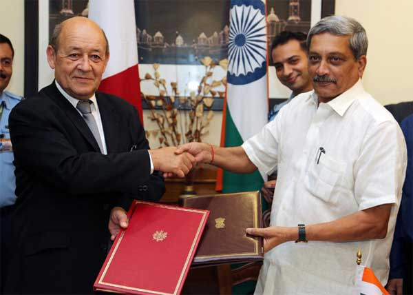 The Union Minister for Defence, Manohar Parrikar and the French Defence Minister,  Jean-Yves Le Drian, exchanging the Rafale contract agreement, in New Delhi on September 23, 2016.