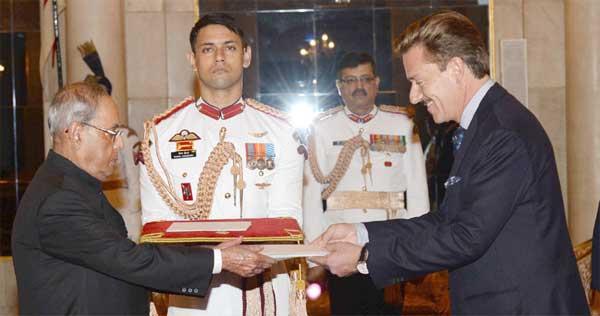 The Ambassador-designate of Switzerland, Andreras Baum presenting his credentials to the President, Pranab Mukherjee, at Rashtrapati Bhavan, in New Delhi on September 26, 2016.
