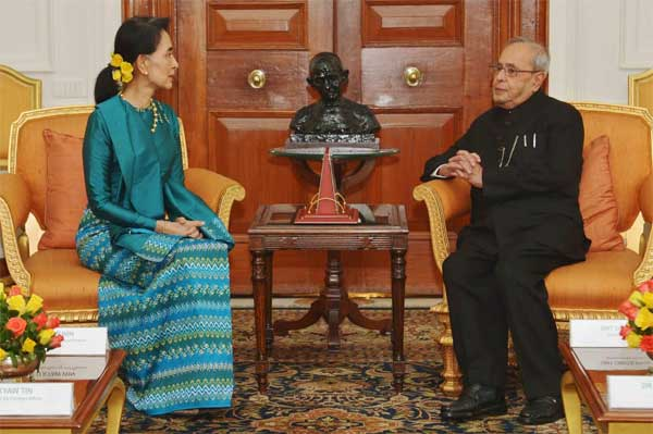 Daw Aung San Suu Kyi, State Counsellor of the Republic of Union Myanmar, calling on the President of India, Pranab Mukherjee at Rashtrapati Bhavan, in New Delhi October 18, 2016.
