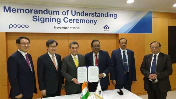 From Left to Right:Mr. Sung, MD, POSCO-India; Dr. Kwon Chairman cum CEO, POSCO; Dr. Chang, CTO, POSCO; Mr. Raman, Director(Technical), SAIL, Mr. P.K. Singh, Chairman, SAIL; Mr. R.K. Rathi, CEO, ISP, Burnpur, SAIL