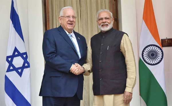 The Prime Minister, Narendra Modi with the President of Israel, Reuven Rivlin, at Hyderabad House, in New Delhi on November 15, 2016.