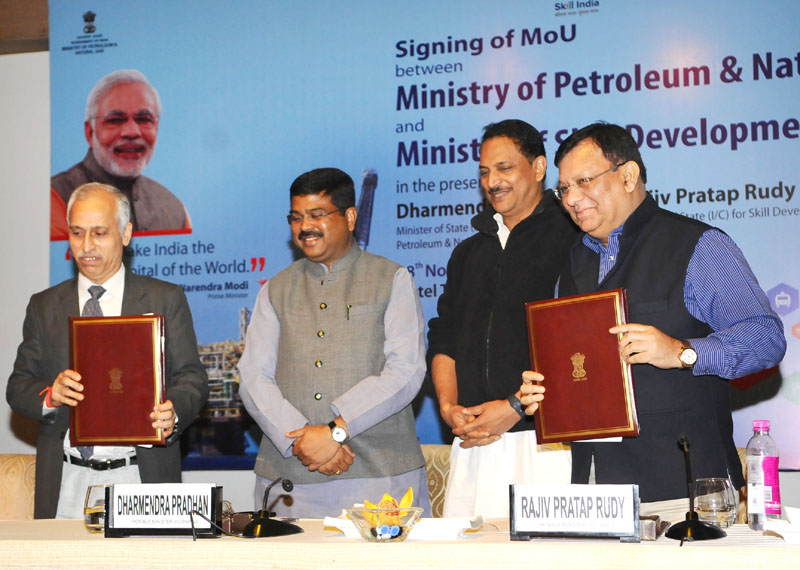 Secretary, Ministry of Petroleum and Natural Gas, Shri K.D. Tripathi and the Secretary, Ministry of Skill Development and Entrepreneurship (MSDE), Shri Rohit Nandan signed an MoU on Skill Development between Ministry of Skill Development and Ministry of Petroleum & Natural Gas, in presence of the Minister of State for Petroleum and Natural Gas (Independent Charge), Shri Dharmendra Pradhan and the Minister of State for Skill Development & Entrepreneurship (Independent Charge) and Parliamentary Affairs, Shri Rajiv Pratap Rudy, in New Delhi on November 28, 2016.